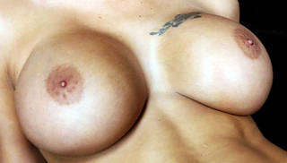 Tatuados grandes tetas.